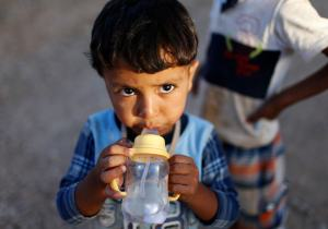 A displaced Iraqi child, who fled from Islamic Sate violence in Mosul, drinks water at Baherka refugee camp in Erbil