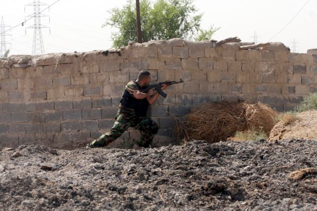 Shi'ite fighter from Saraya al-Salam is pictured during clashes with Islamic State militants in Jurf al-Sakhar