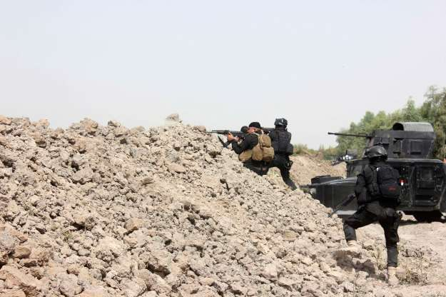 Iraqi SWAT troopers clash with Islamic State militants north of Muqdadiyah in Diyala province